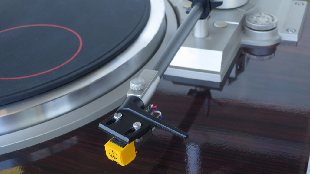 Hitachi HT 500 Quartz Turntable AT 75 Cartridge Detail