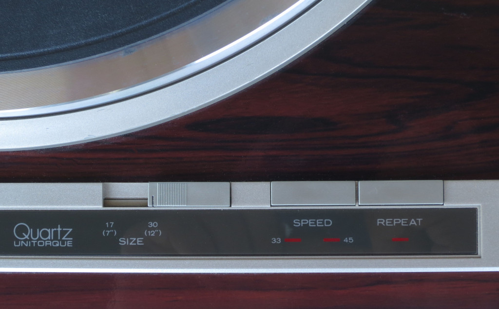 Hitachi HT 500 Quartz Turntable
