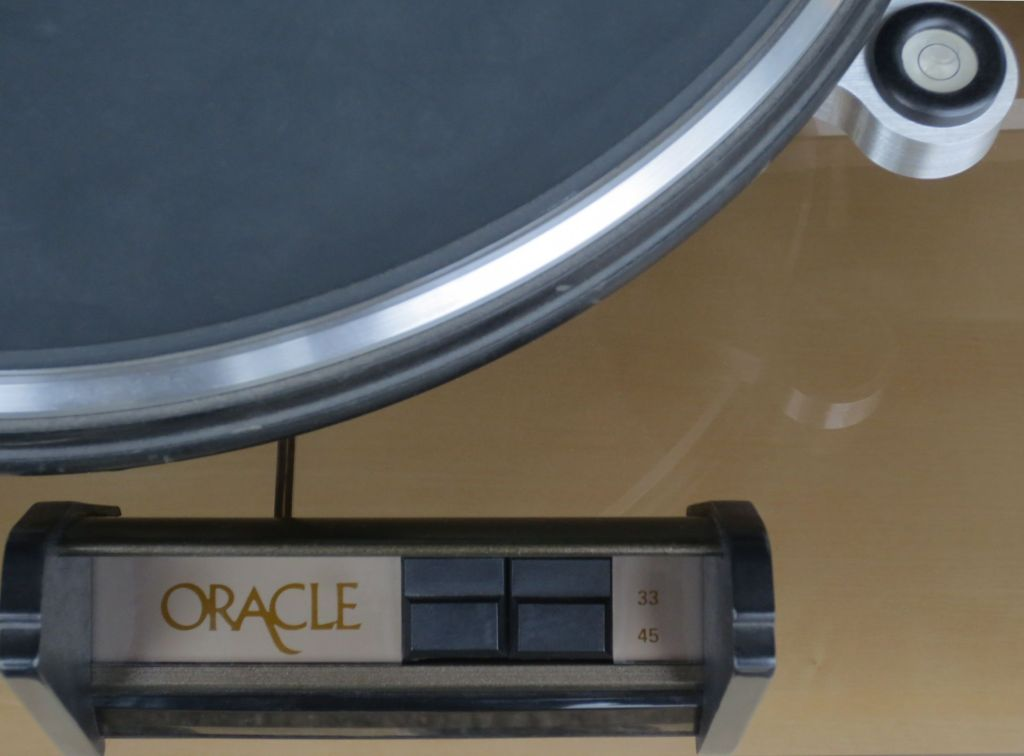 Oracle Delphi III Turntable Detail