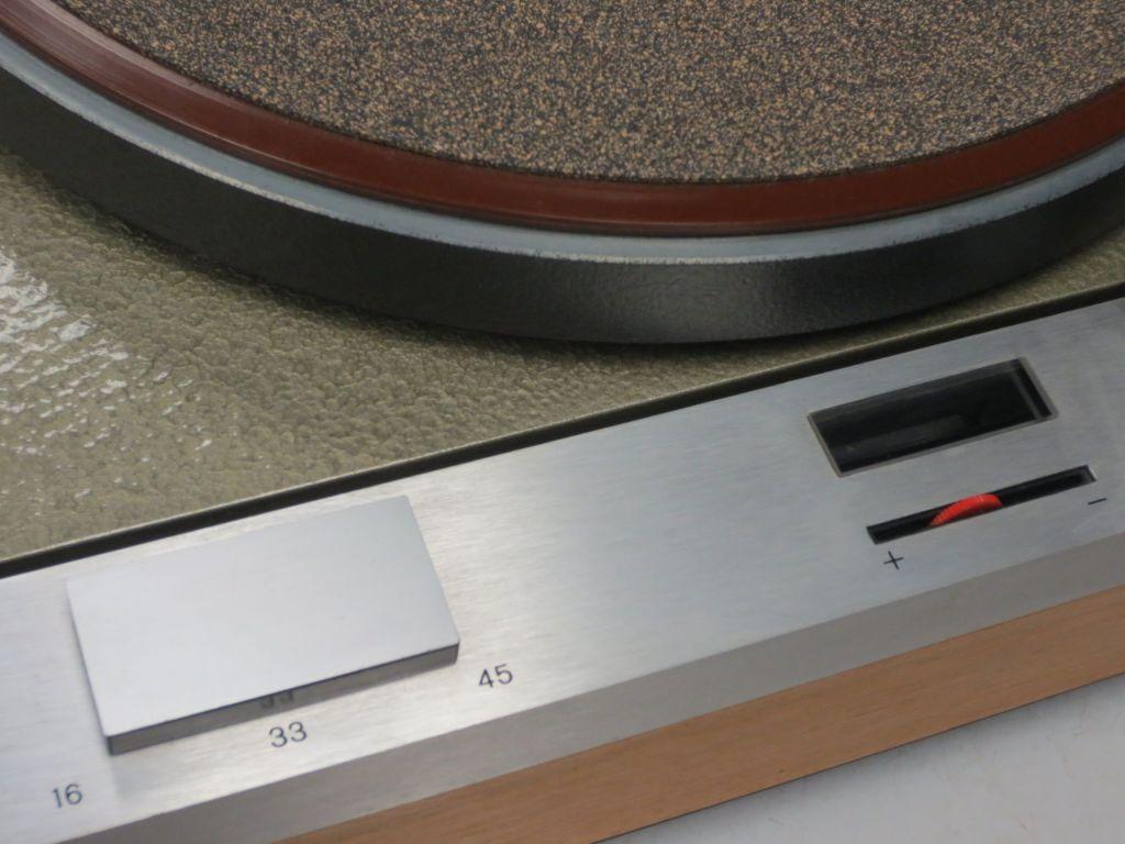 Thorens TD 125 Turntable Detail
